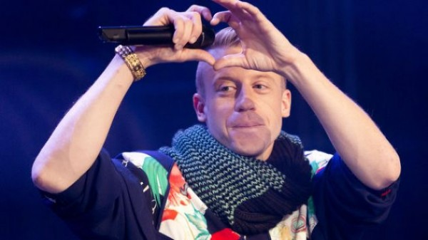 Pressparty: Macklemore visits fan suffering from cancer ...